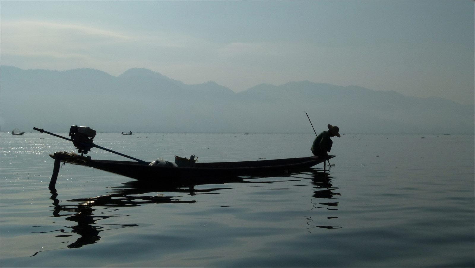 contre jour au lac Inle P1310286biscp
